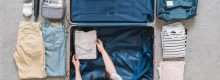 Mulher arrumando as malas antes de viajar para o intercâmbio